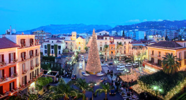 "Winter and Christmas time in Sorrento means ""M'Illumino d'Inverno"""